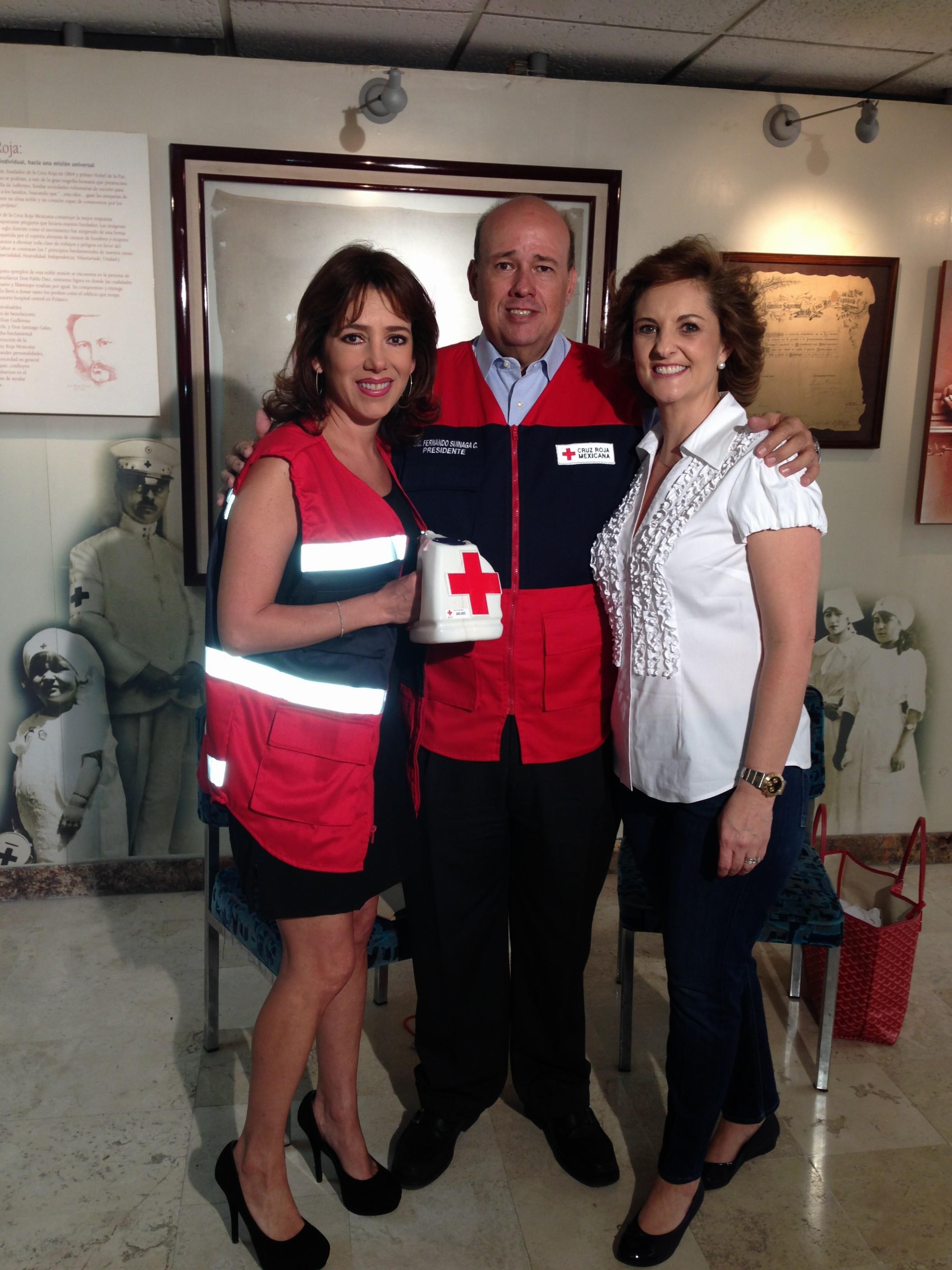 Presidente de la Cruz Roja Mexicana Fernando Suinaga Cárdenas y su esposa Carmen Lebrija